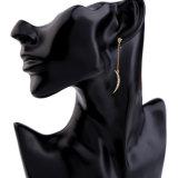 新しく優雅なはめ込まれた水晶星の女性のイヤリングの月整形吊り下げ式の宝石類