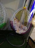 Presidenza d'attaccatura adulta dell'oscillazione dell'uovo del rattan di vimini esterno del patio