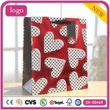 Bolsas de papel rojas del regalo de boda de los cosméticos del chocolate del corazón del día de tarjeta del día de San Valentín