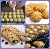 装置を作る預金者及びワイヤー切口のクッキー