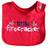 中国の工場農産物はロゴによって刺繍された綿のニットのテリーの赤い赤ん坊の胸当てをカスタマイズした