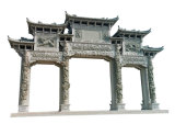 大きい石によって切り分けられる記念のアーチ道Paifang