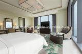 A mobília moderna do quarto de hotel do apartamento ajustou-se com mobília da sala de visitas