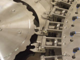 Опрыскивание расширительного бачка системы охлаждения машины для горячего наполнения соком