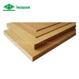 MDFの工場からの1220X2440X3.6mmの等級E1のための明白なMDFの材木MDF Ranzaの価格