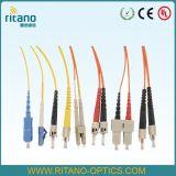 Tresse de fibre optique de câble de connexion de bande de Fcupc avec le tube desserré pour le décolleur facile