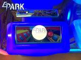 Sottopassaggio classico Parkour dei video giochi dei capretti che corre gioco