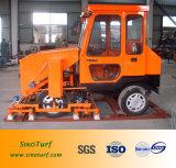 La máquina artificial del césped, césped artificial instala la máquina (el Infill diesel y aplica la máquina con brocha)
