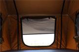 キャンプの防水二重梯子グループのサファリ車の屋根の上のテント