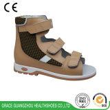 Chaussures orthopédiques de support de santals de santals correctifs plats de pied d'enfants