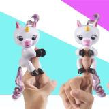 FingerlingsのユニコーンのGigiの対話型のきらめきのおもちゃ