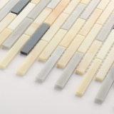 台所Backsplashのための多彩な線形ガラスモザイク・タイル