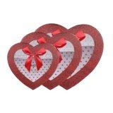 El papel de caramelos en forma de corazón Caja de regalo, caja de embalaje con el corazón de la ventana
