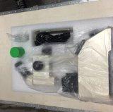 مختبرة [ملت بوينت] يختبر آلة مع مجهر