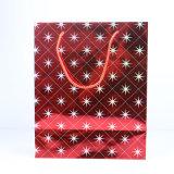 工場はクリスマスにペーパーギフト袋、ストリングが付いているカスタム紙袋をした