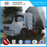 真新しい道掃除人のトラック、販売のためのDongfengの街路清掃人のトラック6000liters