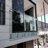 Modern Ontwerp kader-Minder Gebruik Aangemaakte Balustrade van het Glas Decking in Afstand houden
