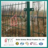 PVCによって金網のオランダの塗られるヨーロッパの塀によって電流を通されるヨーロッパの塀