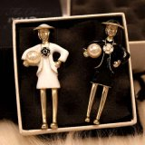 Zwei Farben-berühmte Marken-grosser nachgemachter Perlen-Decklack-BroschePin