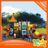 I giocattoli di plastica del parco di divertimenti esterno di serie del castello fa scorrere per i bambini