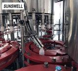 Machine de sertissage donne du lait en bouteilles en aluminium