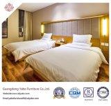 標準ベッド(YB-42)が付いている現代的なホテルの寝室の家具
