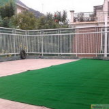 Paisagem com gramado Waterless da grama artificial