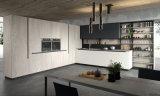 Armadio da cucina domestico dell'appartamento in legno solido
