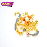 Broche faite sur commande de Rhinestone de mode de fleur en cristal de perle pour des invitations de mariage