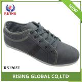 新しいデザイン耐久の平らな慰めは人の偶然靴に蹄鉄を打つ