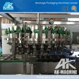 통조림으로 만들어진 음료 충전물 기계 (AK)