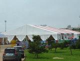 屋外のイベントのための屋上の玄関ひさしの結婚披露宴のテント