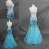 Robe de soirée perlante lourde de sirène de robe de bleu de ciel de pierres de cristal
