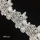 le lacet de garniture de fleur de point de mariage de blanc de 7.5cm, machine a brodé la garniture florale Hmhb835 de tissu de lacet de feston de larme