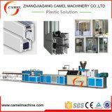 PVC WindowsのドアMachine/PVCのプロフィールの生産ライン