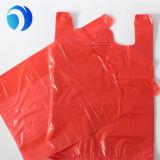 Покрашенные пластмассой мешки тельняшки курьера