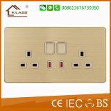 Comutar o soquete funcional 13A do soquete com néon com soquete do USB