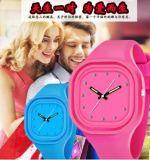 대중적인 디자인 실리콘 묵 시계 실리콘 손목 시계, 다채로운 시계 (DC-449)