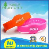 Bracelet imperméable à l'eau fait sur commande de bracelet de silicones du passif UHF/RFID/NFC pour le club et l'événement d'hôpital