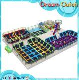 O projeto atrativo por atacado caçoa o centro do jogo dentro do Trampoline macio dos brinquedos