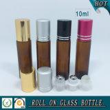 Rouleau de verre ambré cosmétique sur bouteille avec bouchon en aluminium