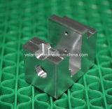 Alumínio Usinagem CNC rodando a parte tamanho pequeno em uma elevada precisão