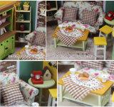 Handcrafted com a casa de boneca pequena da luz e da mobília DIY