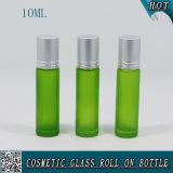rolo 10ml de vidro colorido verde no frasco com o rolo de alumínio do tampão e do vidro
