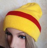 100% acrílico / lana del casquillo de la gorrita tejida hombres y mujeres como de punto casquillo casquillos bordado
