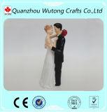 Primeros decorativos de la torta de la decoración de la boda de la resina de la estatuilla de los pares de novia y del novio