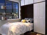 机および本だなが付いているヨーロッパ式の縦の壁のベッド
