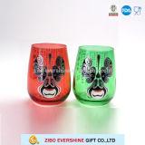 Taza de cristal de la cultura tradicional china con el elemento para el vino de consumición