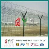 Y de PostOmheining van de Veiligheid van de Luchthaven met Prikkeldraad