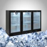 Sob o refrigerador contrário